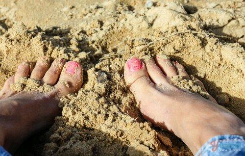 wpid-earthing-at-the-beach.jpg